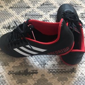 NWOT Adidas indoor socket cleats